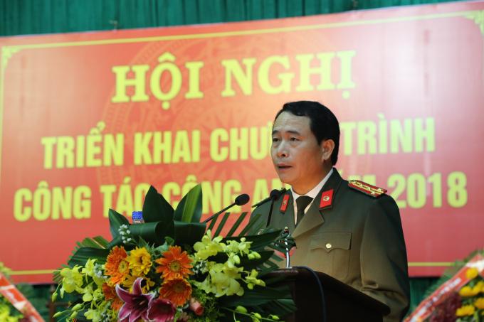 Đại tá Lê Quốc Hùng - UVTV Tỉnh uỷ, Bí thư Đảng uỷ, Giám đốc CA tỉnh phát biểu tại Hội nghị triển khai chương trình công tác Công an năm 2018.