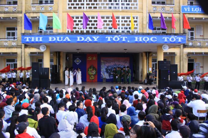 Thừa Thiên Huế: Sâu lắng ngày thơ Việt Nam tại trường THPT Hương Vinh