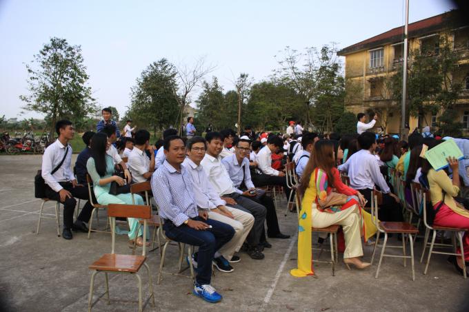 Chương trình là dịp để giáo viên và học sinh nhà trường nhìn lạinhững khoảnh khắc được lưu giữ trong thơ ca.