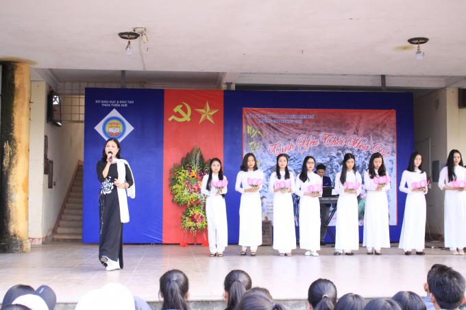 Kỷ niệm ngày thơ Việt Nam là dịp để toàn thể giáo viên và học sinh trường tiếp tục phát huy những giá trị truyền thống văn hóa của dân tộc...
