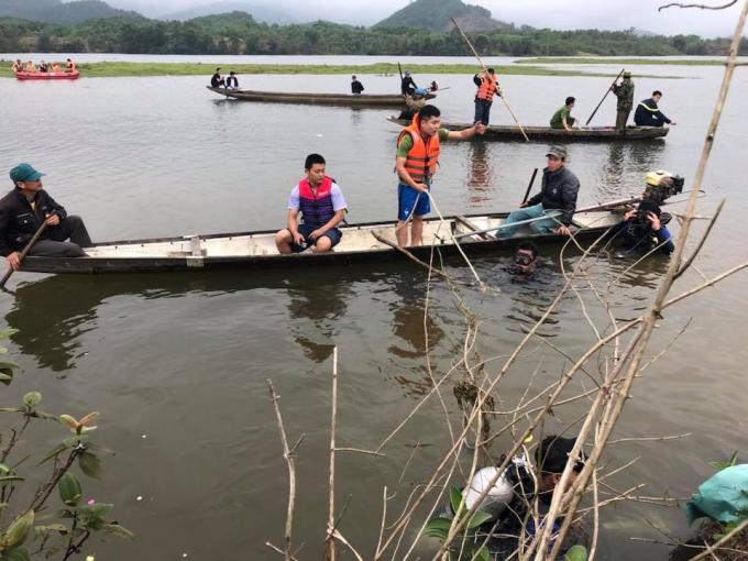 9h sáng nay 13/3 lực lượng chức năng đã phát hiện hiện thi thể bé gái nổi trên sông A Sáp.
