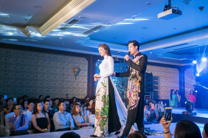 """Trình diễn Áo dài """"Hương xưa"""" của NTK Trần Việt Sơn tại Huế"""