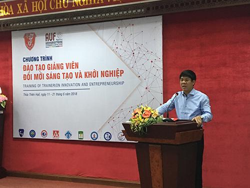 Ông PGS.TS Huỳnh Văn Chương phát biểu khai mạc