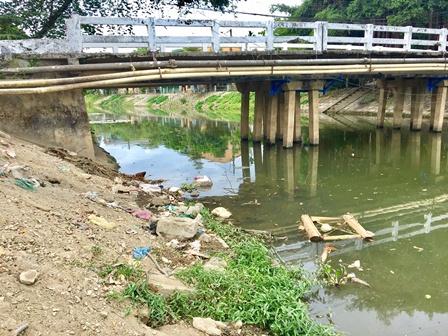 Rác thải sinh hoạt trên các con sông.