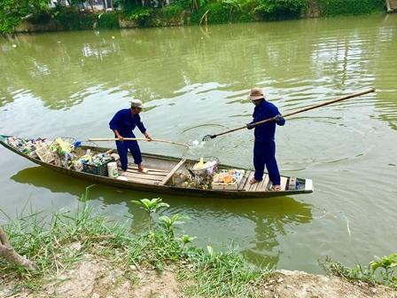 Tình trạng ô nhiễm trên con sông khu vực chợ An Cựu, TP Huế.