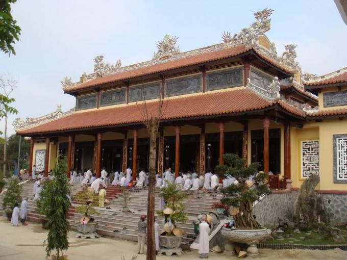 Chính diện chùa Từ Đàm( ảnh internet)
