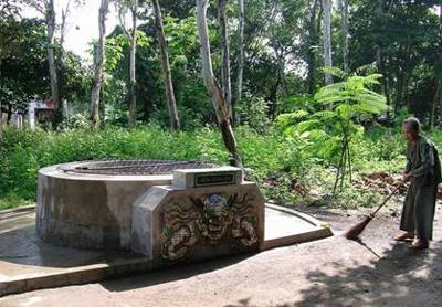 Giếng Hàm Long xưa tương truyền còn gọi là giếng cấm vì chỉ để lấy nước phục vụ sinh hoạt cho Vua (ảnh internet).