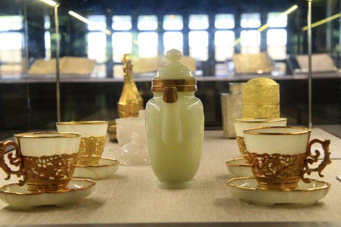 Nhiều đồ dùng sử dụng trong sinh hoạt của triều Nguyễn được trưng bày tại triển lãm.