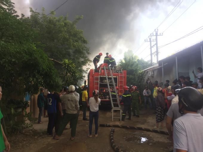 Nhiều xe chữa cháy được huy động