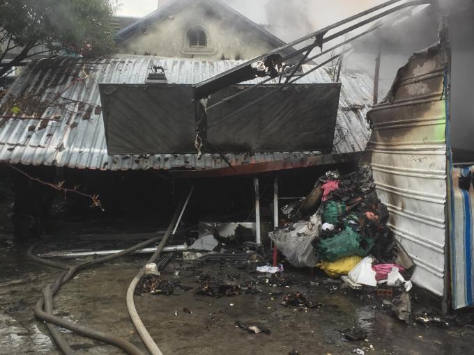 Ngọn lửa thiêu rụi nhiều tài sản trong gia đình.