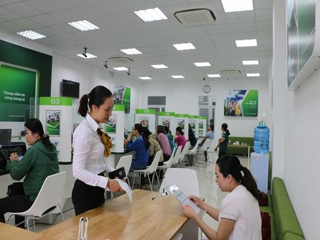 Ngân hàng đầu tiên giảm lãi suất cho vay năm 2018