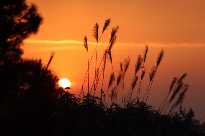 Và hình ảnh mặt trời dần dần khuất...khiến ai cũng muốn một lần được ngắm nhìn.