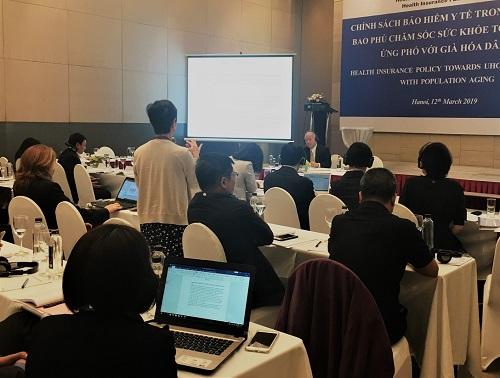 GS. Kenji Shimazaki, chuyên gia chính sách an sinh xã hội, Học viện nghiên cứu chính sách Quốc gia Nhật Bản (GRIPS) trả lời câu hỏi của đại biểu