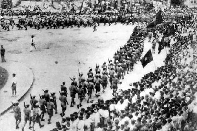 Diễu binh ngày cách mạng tháng 8/1945(Ảnh: Tư liệu).