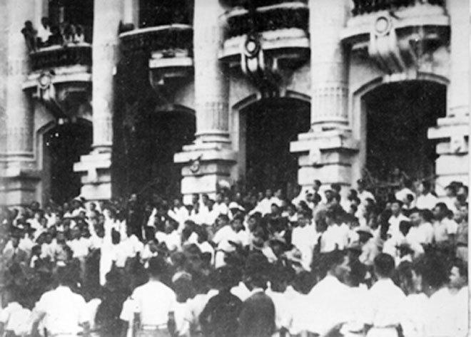 Đông đảo quần chúng nhân dân tham gia buổi mít tinh ngày 19/8/1945(Ảnh: Tư liệu).