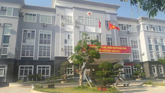 Trụ sở UBND huyện Phù Yên, nơi xảy ra sự việc.