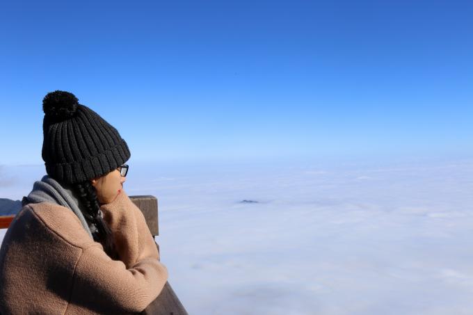 Du khách thẫn thờ trước vẻ đẹp kỳ diệu trên đỉnh Fansipan.