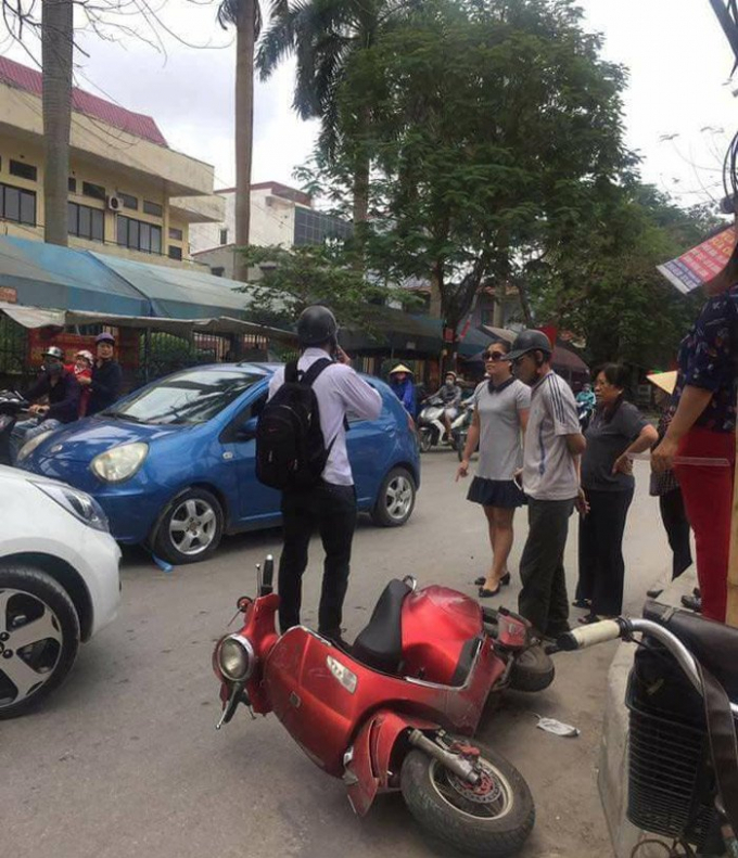 Hiện trường vụ va chạm giao thông giữa nữ Chánh văn phòng và nam sinh viên.