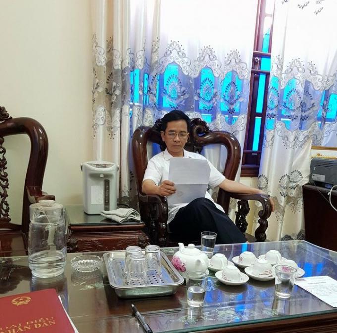 Ông Nguyễn Đình Dự, Phó chủ tịch UBND huyện Quảng Xương trao đổi với phóng viên.