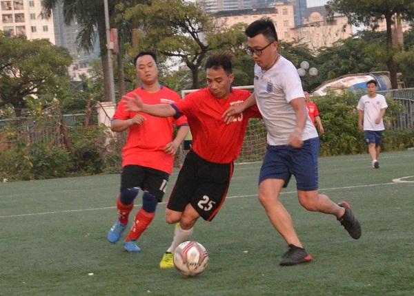 Báo Dân trí (áo trắng) đã có chiến thắng thuyết phục 3-1 trước Báo Nhân đạo và Đời sống