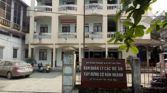BQL các dự án xây dựng cơ bản ngành NNPTNT Hà Tĩnh nơi có 35 công chức, viên chức, người lao động đang sống trong tình trạngkhông lương, không có chi phí, không hợp đồng lao động, không BHXH - BHYT.