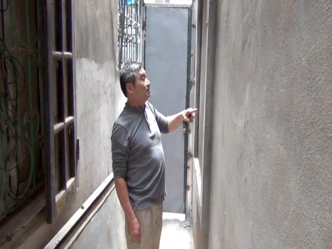 Ông Đỗ Việt Hồng bức xúc vì đất nhà mình bị hàng xóm xây dựng lấn sang nhưng chính quyền lại không xử lý dứt điểm.
