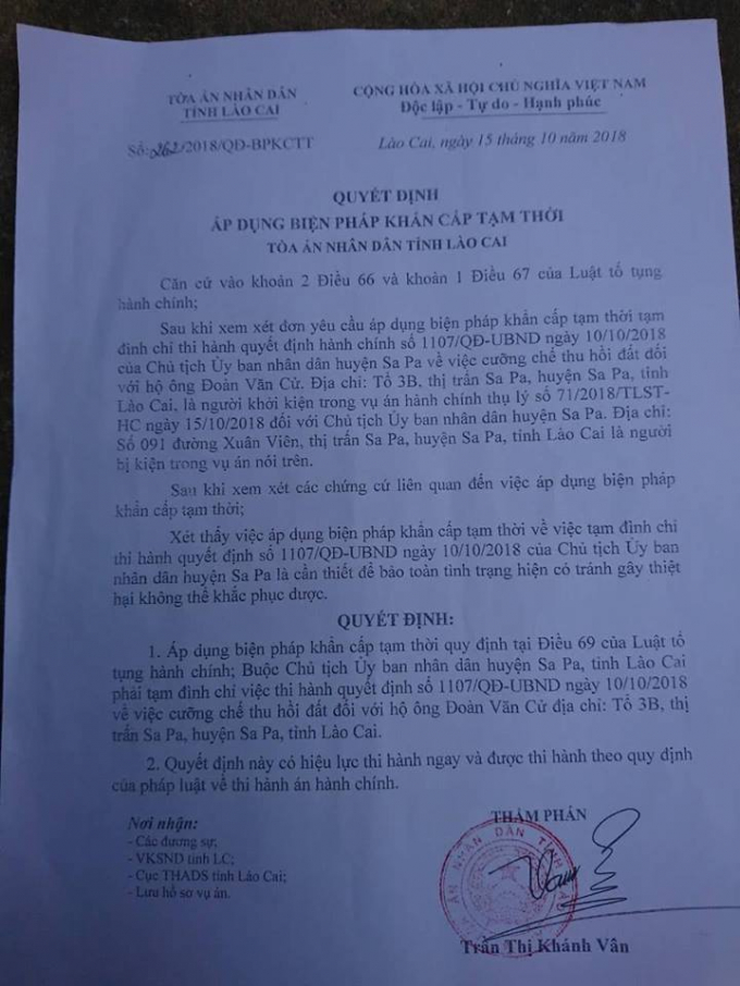 Quyết định áp dụng biện pháp khẩn cấp tạm thời của Tòa án nhân dân tỉnh Lào Cai đối với quyết định cưỡng chế số 1007/QĐ-UBND ngày 10/10/2018 của Chủ tịch UBNDhuyện Sa Pa đối với hộ gia đình ông Đoàn Văn Cử.