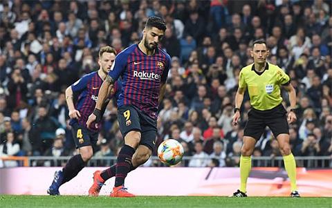 Suarez có 1 ngày thi đấu chói sáng đưa Bacrce vào chung kết cúp nhà vua.