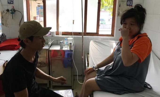 Một công nhân Công ty TNHH Sonion Viet Nam cấp cứu ngày 12/3.