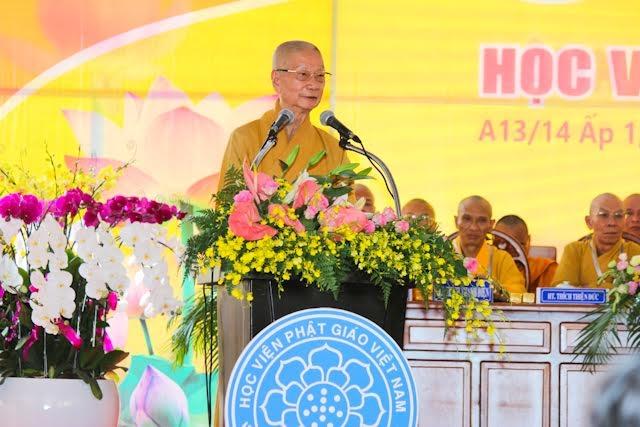 Hòa thượng Thích Trí Quảng - Phó Pháp chủ Hội đồng Chứng Minh GHPGVN - Viện trưởng Học viện phát biểukhai mạc buổi lễ.
