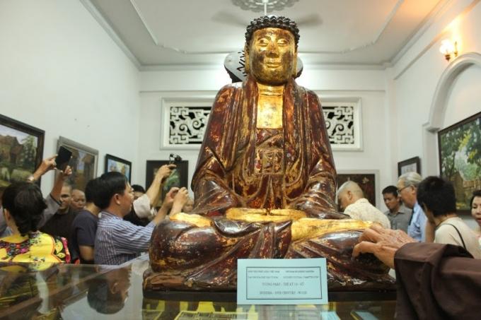 Tượng Phật thế kỷ 19 bằng gỗ.
