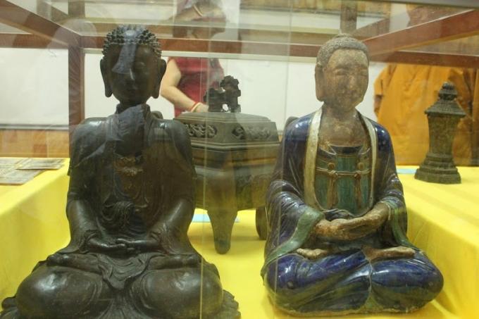 Tượng Phật thích ca thế kỷ 15 bằng đồng.