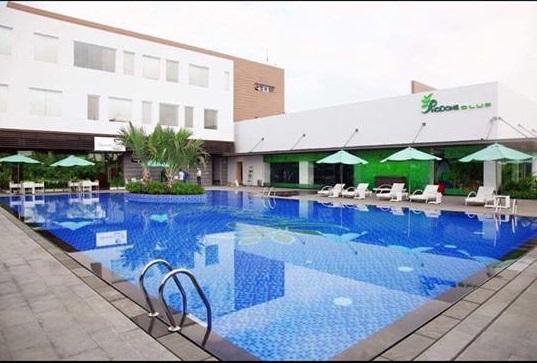 Biệt thự nằm trong khu vực có các tiện ích đầy đủ gồm: hồ bơi, Kidclub, Gym, Spa, Cafe, Salon tóc, siêu thị và an ninh 24/24.