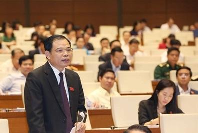 Bộ trưởng Bộ Nông nghiệp &PTNT Nguyễn Xuân Cường giải trình ý kiến của các đại biểu Quốc hội.