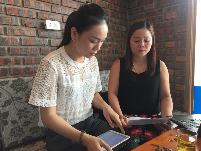 Bà Võ Thị Hằng trao đổi với phóng viên.