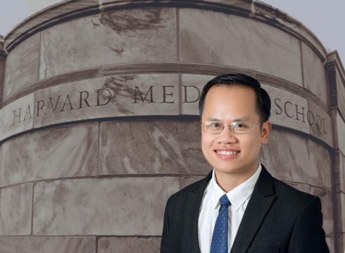Bác sĩ Hoàng Hồng- Phó Trưởng khoa Phẫu thuật Tạo hình Thẩm mỹ -BV Đại học Y Hà Nội.