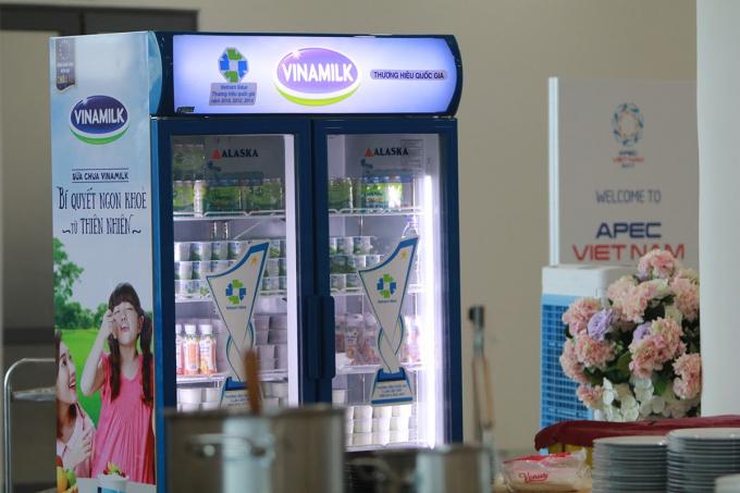 Đa dạng các loại sản phẩm sữa, sữa chua và nước trái cây của Vinamilk được phục vụ trong Hội nghị APEC (Ảnh: Xuân Phú)