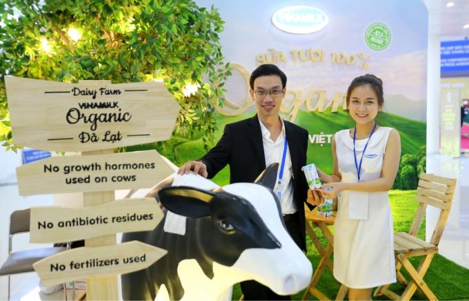"""Sản phẩm """"Sữa tươi Vinamilk 100% Organic"""" – từ Trang trại bò sữa Organic tiêu chuẩn châu Âu đầu tiên tại Việt Nam và Đông Nam Á có mặt tại Hội nghị thượng đỉnh APEC 2017. (Ảnh: Xuân Phú)"""