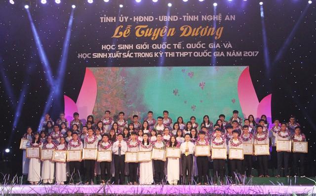 Từ tháng 12/2017, Nghệ An không cộng điểm cho sinh viên khá giỏi khi thi tuyển công chức vào các cơ quan hành chính nhà nước của tỉnh. (Ảnh: Dân trí)