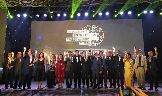 Các doanh nghiệp đoạt giải thương hiệu xuất sắc BrandLaureate. Ảnh: Võ Anh Tuấn.