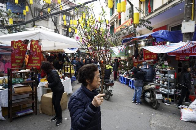 Chợ tập trung ở phố Hàng Lược, Hàng Rươi, Hàng Chai, Hàng Mã.