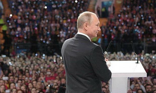 Tổng thống Putin phát biểu trước những người ủng hộ. Ảnh: thedogmachronicle/VOV