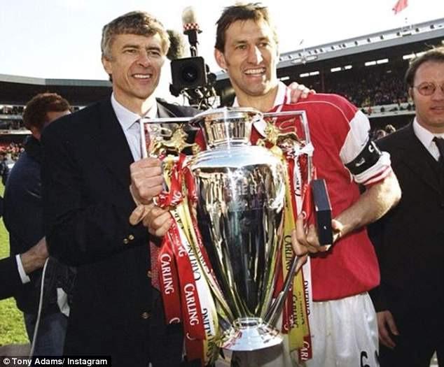 Thế giới bóng đá kinh ngạc và cảm ơn những đóng góp của HLV Wenger trong suốt 22 năm ở Arsenal.