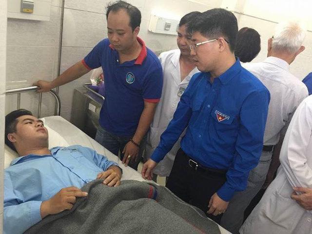 Đại diện Ban Thường vụ Trung ương Đoàn TNCS Hồ Chí Minh thăm hỏi sinh viên
