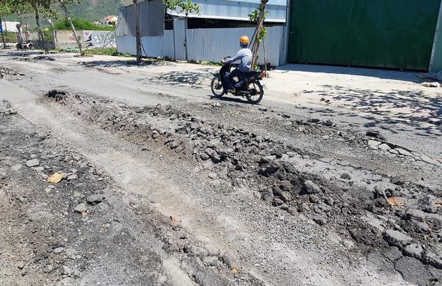 """Khánh Hòa: Đường ven biển Nha Trang như """"ruộng bậc thang"""""""
