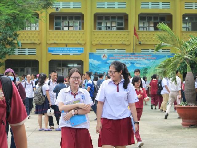 Các tỉnh có tỷ lệ tốt nghiệp cao trên 99% đều là những tỉnh có truyền thống dạy tốt học tốt như Thái Bình, Nam Định, Hà Nam, Long An, Vĩnh Long, Bắc Ninh...