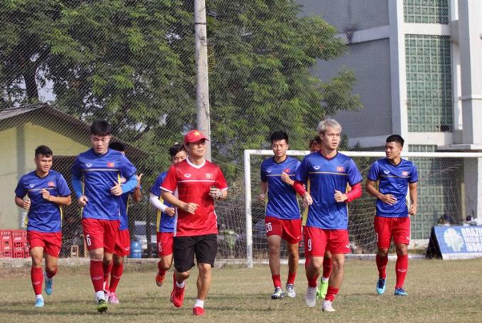 Các cầu thủ khởi động trên mặt sân tập có chất lượng tốt nhất kể từ khi đặt chân tới Indonesia.