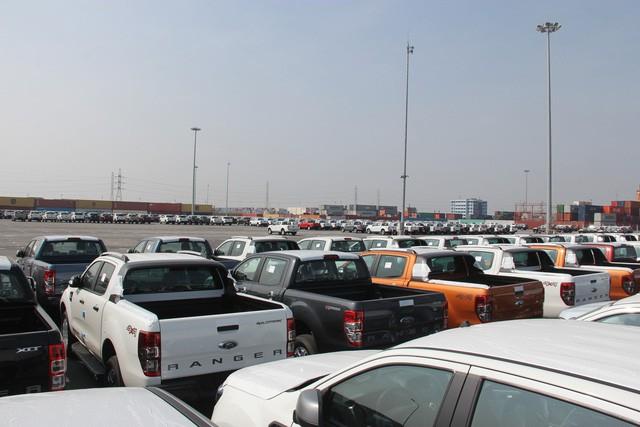 Trước động thái thuế và phí xe bán tải có thể tăng lên, khách Việt ồ ạt đặt mua dòng xe ăn khách.