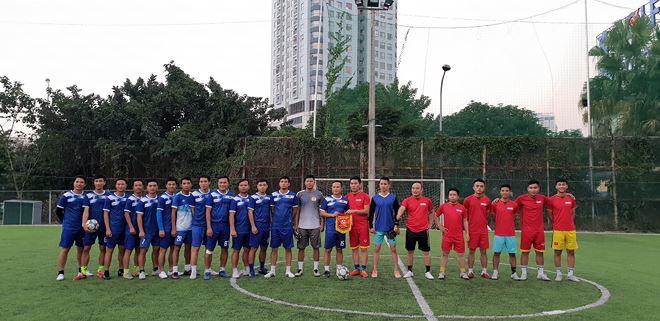 Ảnh lưu niệm giữa cầu thủ của Báo Pháp luật Việt Nam với cầu thủ Đoàn thanh niên Công an tỉnh Bắc Giang.