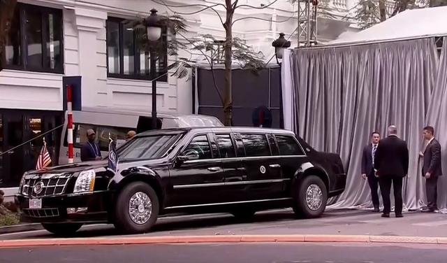 Xe của phái đoàn Mỹ tới khách sạn Metropole (Ảnh: Fox News)